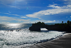 Tanah Lot, Bali (r47z @ Cris Chen ) Tags: sunset bali food beach indonesia temple asia d200 asianfood ubud kuta tanahlot legian seminyak travelphotography landscapephotography baliindonesia travelphotograhy sunsetphotography babiguling crischen ibuota