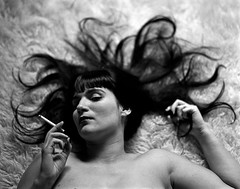 Smoking Medusa (Seorita A.) Tags: bw woman selfportrait 120 film analog vintage blackwhite cigarette smoke autoretrato pb medusa pentax67 longblackhair fujifilmneopan400 canonscan8800f focomanualorg