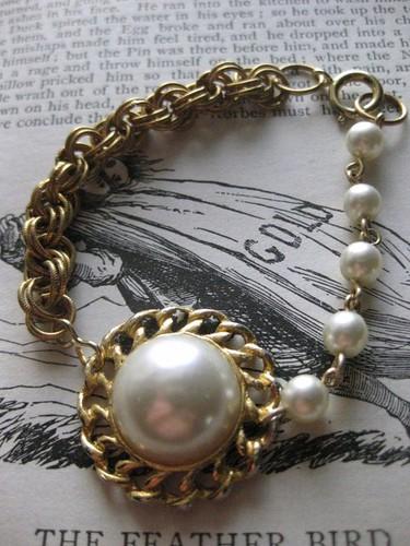 Pearl embracelet
