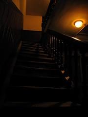 (Cle[f]ment) Tags: bridge light black france luz lamp stairs lampe nikon noir lumière negro escalera coolpix escalier p90 lámpara besançon photofiltre cooplix ruedesmartelots