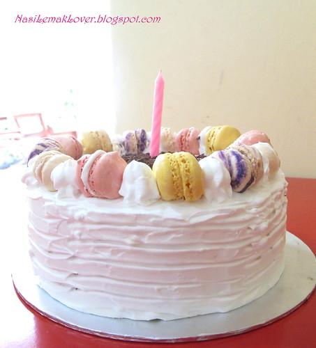 Nasi Lemak Lover Macarons and Tiramisu Birthday Cake