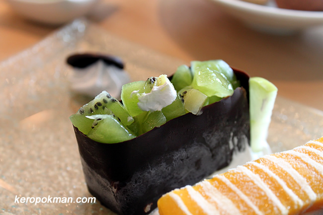 Kiwi Gunkan - Vanilla Ice Cream, Kiwi Fruit, Chocolate