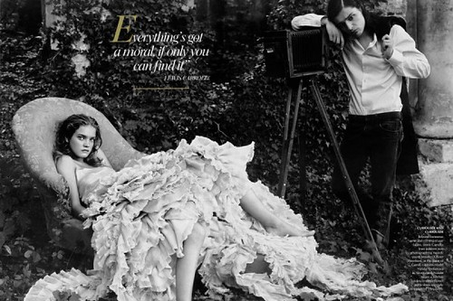 alice-in-wonderland-by-annie-leibovitz-5-600x400