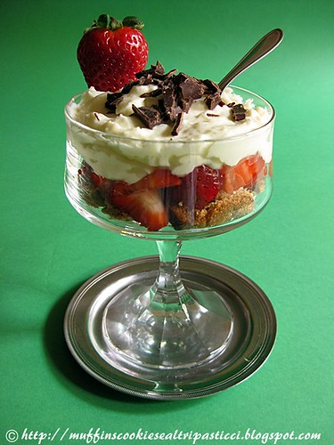 Trifle con fragole, crema chantilly e colomba al cioccolato (Sorelle Nurzia)