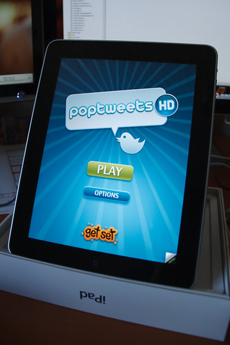 Poptweets HD Running on the iPad - Title Screen