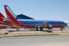 Untitled (Southwest Airlines) N677AA (Rich Snyder--Jetarazzi Photography) Tags: california ca southwest plane airplane aircraft jet parked boeing partout wfu untitled airliner 737 southwestairlines victorville jetliner b737 wn swa stored 737300 vcv b733 southerncalifornialogisticsairport 7373a4 kvcv n677aa