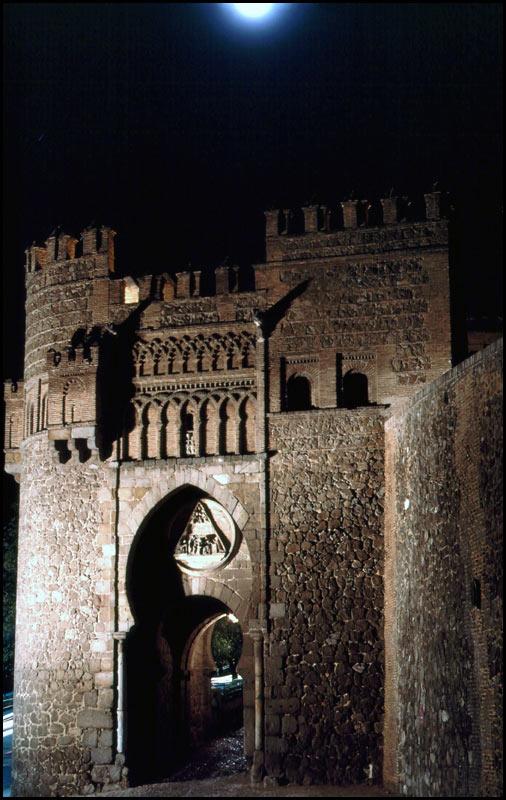 Puerta del Sol de Toledo en 1968. Fotografía de John Fyfe