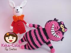 White Rabbit and Cheshire The Cat (Keka-Cola) Tags: toys cheshire alice crochet amigurumi wonderland coelho whiterabbit chesire keka kekacola gatorisonho paisdamaravilhas