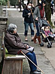 old lady (wongyokeseong) Tags: japan kyoto flickr sony    shinbashi chionin    higashiyamaku  sonydsct200 sonyt200  chioninmichi