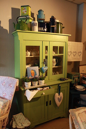 beautiful_green_closet