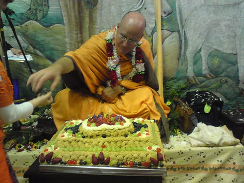 Indradyumna Swami Vyasa puja in UK 2010 -0029 por ISKCON desire  tree.