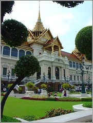 Chakri Mahaprasat Hall (Thai Jasmine (Smile..smile...Smile..)) Tags: building smile thailand bangkok jasmine grandpalace thonburi officialresidence italianrenaissance kingbhumiboladulyadej  chakrimahaprasathall phraborommaharatchawang kingramai chitraladapalace kingsofthailand