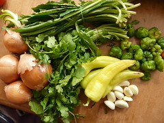 Sofrito-10 (Emily Barney) Tags: herbs onions peppers cilantro seasoning puertorican chilies cubanelle sofrito culantro ajidulce recao capiscums