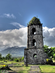 Cagsawa ruins, Legaspi (JohntheFinn) Tags: landscape volcano philippines ruin mayon bicol maisema legaspi legazpi mayonvolcano filippiinit bikol raunio tulivuori bulkan