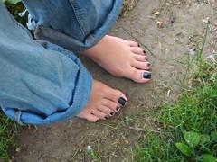 P5291603 (spiralout2) Tags: feet foot barefoot barefeet nailpolish sole soles dirtyfoot dirtyfeet