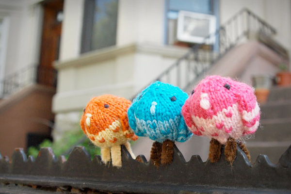 Free Pattern: Tiny Perching Pigeons