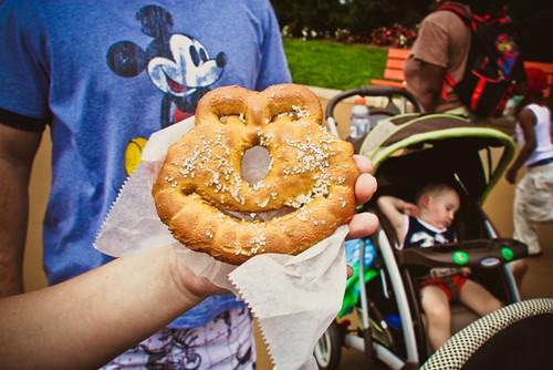 elmo pretzel Sesame Pl