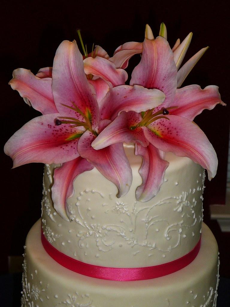 How To Arrange Flowers For Cake Topper