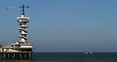 Scheveningen: De Pier (Akbar Sim) Tags: sea holland netherlands pier ship scheveningen nederland denhaag thehague schip northsee fishingship vissersschip akbarsimonse noordesee akbarsim