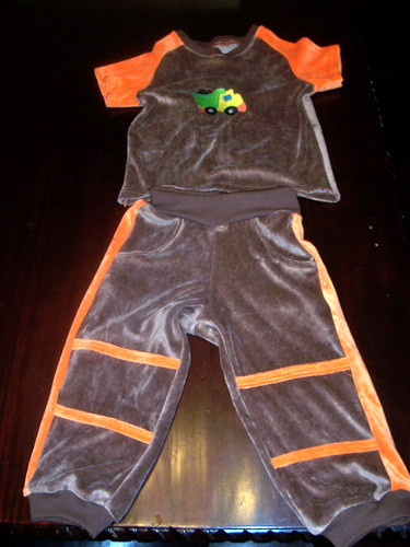 Orava Sweatpants w/ Raglan tshirt