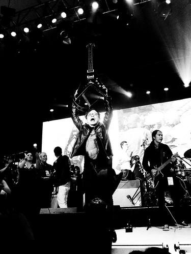 Francis Reyes with Rivermaya at the NU107 Rock Awards 2010 - 5