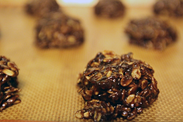No-bake oatmeal chocolate peanut butter cookies