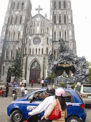 Hanoi Cathedral before Christmas night