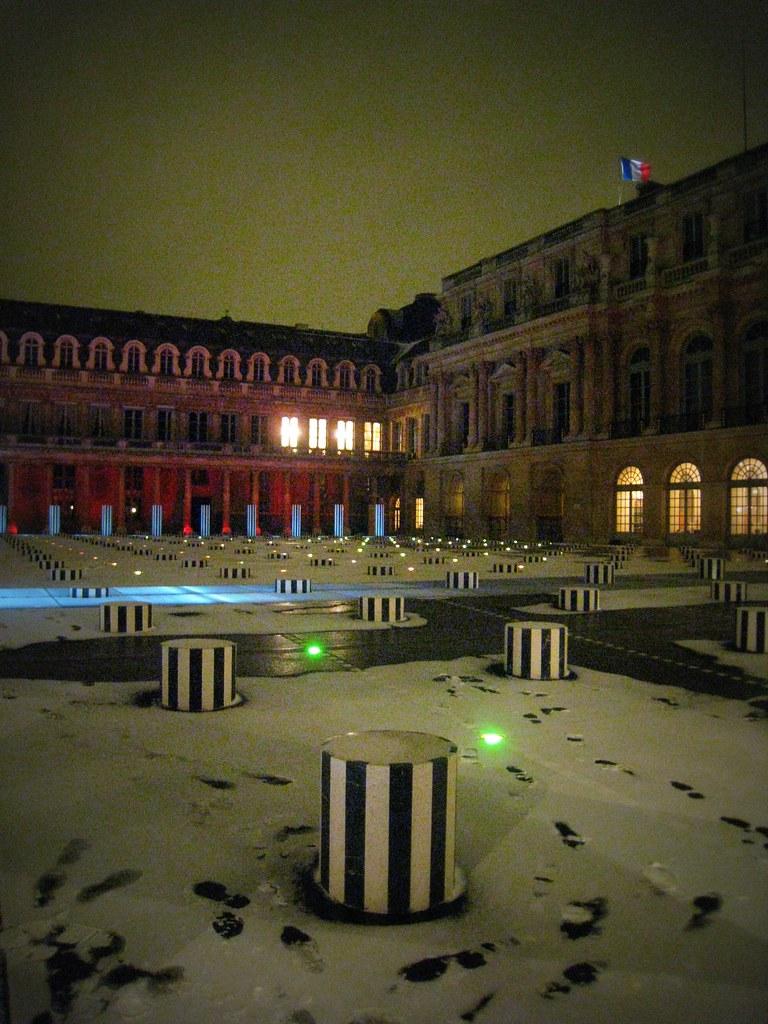 Colonnes de Buren by night