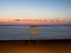 Sunset at the Beach (wolfgangp_vienna) Tags: sunset red sea france rot tower beach clouds strand sand frankreich meer village wolken lifeguard turm bayonne saintjeandeluz stjeandeluz pyrénéesatlantiques marcantabrico kleinstadt rettungsschwimmer golfvonbiskaya kantabrischesmeer