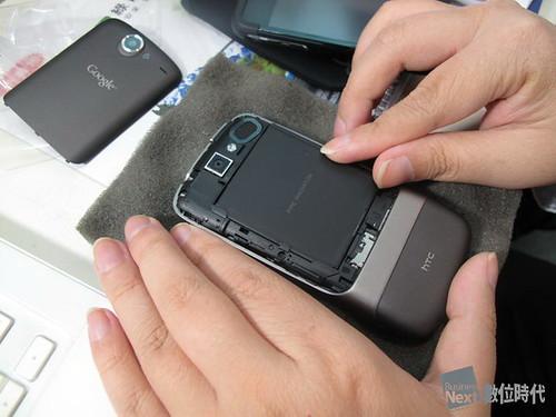 google nexus one_安裝電池02_數位時代_賀大新攝