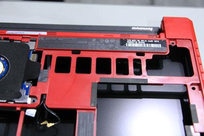ThinkPad X100e 強度アップと軽量化のための穴