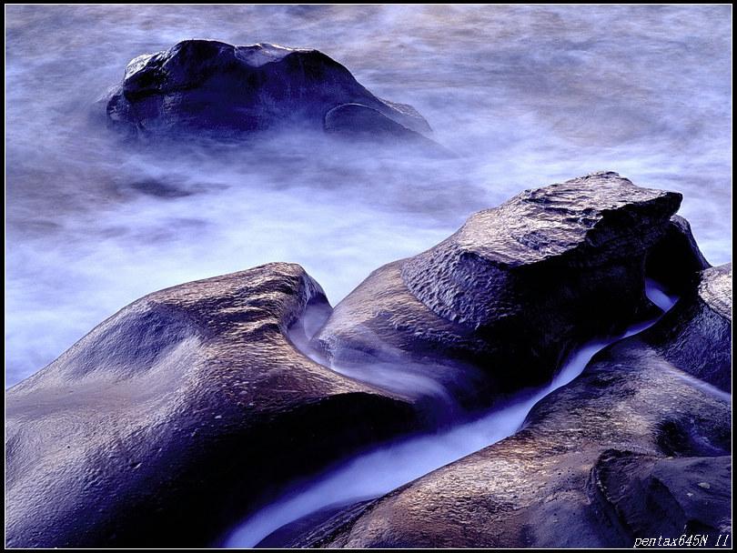 變換無常海邊石