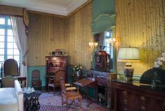 Interior de Cheverny (TerePedro) Tags: castle ventana sala silla castelo reloj lampara chateau schloss francia castillo mesa cheverny mueble loira butaca aparador
