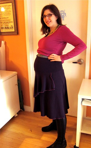Kwik Sew 3513 Roll-Top Knit Skirt w/ Flounce (21 weeks pregnant)