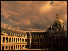 Les Invalides  (París)  Francia. (CaRmEn C) Tags: iglesia patio ventanas francia lesinvalides parís palacio arcadas cúpula carmenc tumbadenapoleón