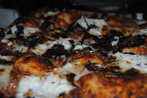 mushroom pizza at joes
