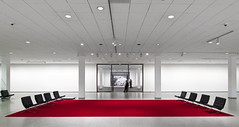 A Picture from the Mountains in the Winter (yushimoto_02 [christian]) Tags: red berlin art museum architecture arquitectura chair chairs interior galerie architektur miesvanderrohe museo stuhl architectura rohe nationalgalerie neuenationalgalerie
