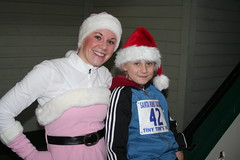 1209 Santa Runs Tacoma012 (MommyCheryl) Tags: santa december run tacoma teachers 2009 rockettes