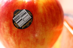 Honeycrisp II (Just George 2) Tags: red stilllife food white black apple yellow fruit dof bokeh label snack barcode highkey gs honeycrisp canoneos5dmarkii canonef100mmf28lmacroisusm