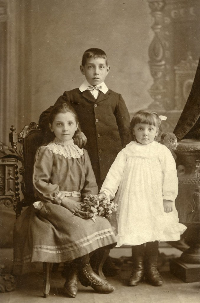 Gibson family group 1899