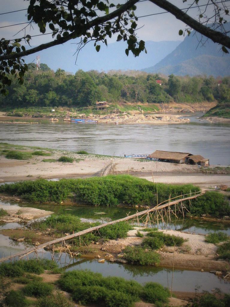 Vue depuis la rive de Xien Maen