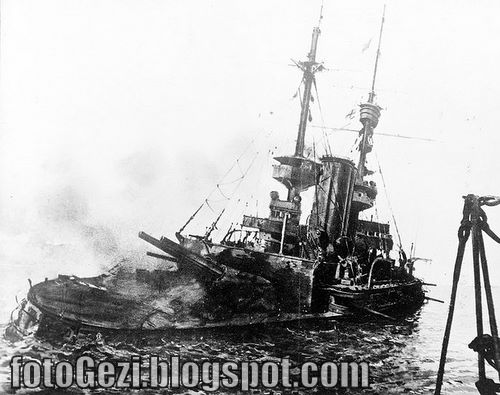 HMS_Irresistible_abandoned_18_March_1915