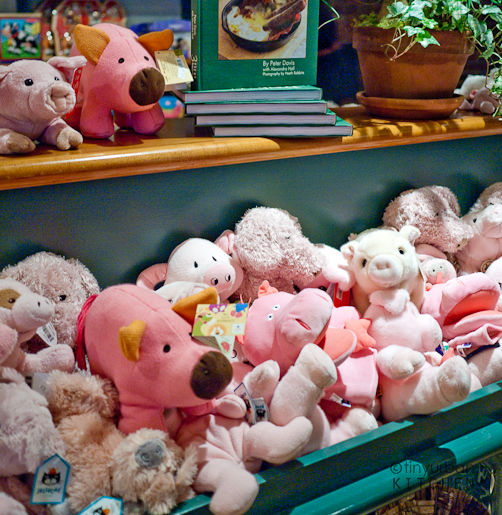 Stuffed pigs