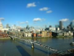 Mini Millenium (Passetti) Tags: uk bridge london thames miniature bluesky gb milleniumbridge brug 2010 madurodam tiltshift greatbrittain tiltshifted renepasset