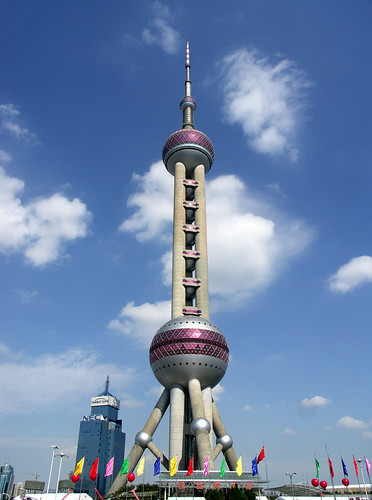Image Oriental Pearl TV Tower, Shanghai, China, Copyright © Geoff Leeming