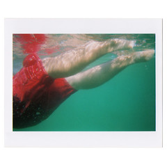 (Mastronardi) Tags: sea italy mare underwater splash waterproof sperlonga redshorts springtimefinally matteomastronardi pato hovogliadinuovo portaprofumifreschi cioccolatoepropositivit randomswimming tempicircolari urlarenonfabene horismessodifumare wellbetherenextsummer pintaycoloreacom nuotandoamorosamente fujiusaegetta fujifilmjettable100asa enoughtriangles photobyinsiglesias subacquatica