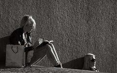 Enjoying the spring sun (Sina Farhat) Tags: street friends light portrait sun sol sunglasses stairs photoshop canon göteborg walking reading book blackwhite spring warm raw foto sweden background details gothenburg shapes style tired photowalk bok tele sverige former distance enjoying vänner fika vår 30d 031 trött svartvit cs4 ljus stil porträtt detaljer adobecameraraw brunnsparken varm trappor solglasögon läser swedishfair bakgrund nikontoeosadapter svenskamässan hardshadows njuter avstånd promenera fotopromenad lejontrappen nikontilleosadapter nikon200mm40 fotofair2010 fotomässan2010 hårdaskuggor