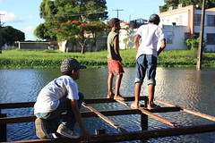 Curiosos (Andreza Menezes) Tags: brazil lake brasil canon children lago reflex ducks recife crianas reflexo pernambuco patos laguinho ufpe varzea fotoclube andrezamenezes