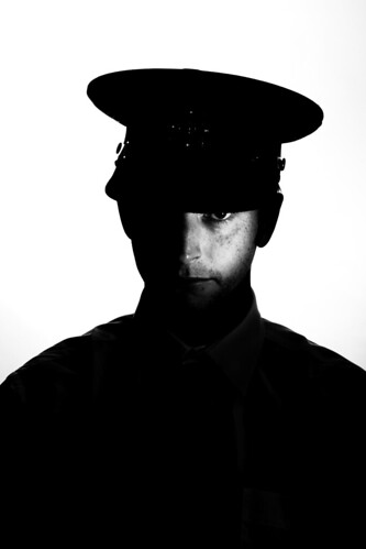 フリー写真素材, 人物, 男性, 社会・環境, 警察・消防, モノクロ写真, 帽子・キャップ,