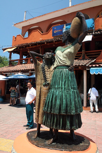 Zihuatanejo - Statue